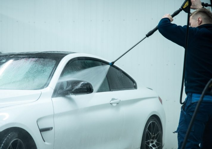 automobilio plovimas aukstu slegiu